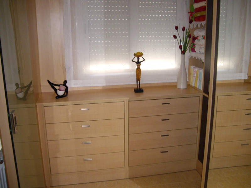 Portes i cuines 2000 muebles a medida girona y barcelona for Muebles 2000